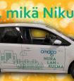 Hieno Niku-auto kurvasi Hatsalankadulle